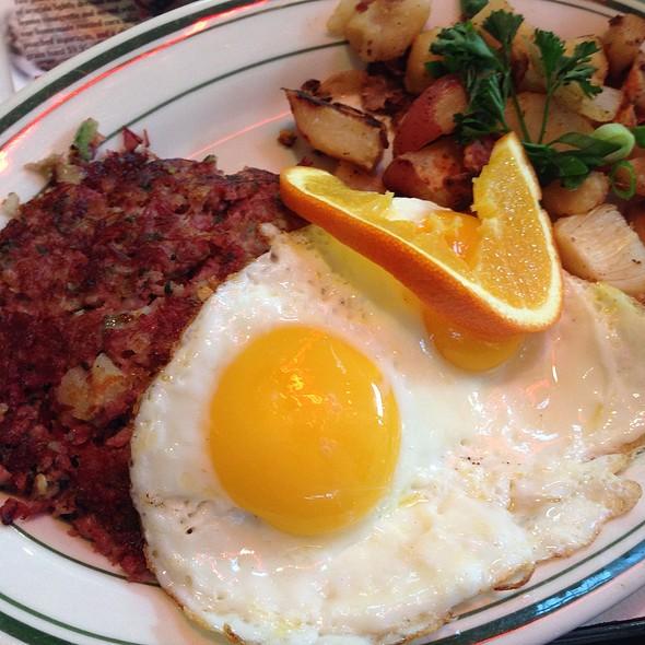 Breakfast @ Mel's Drive-In