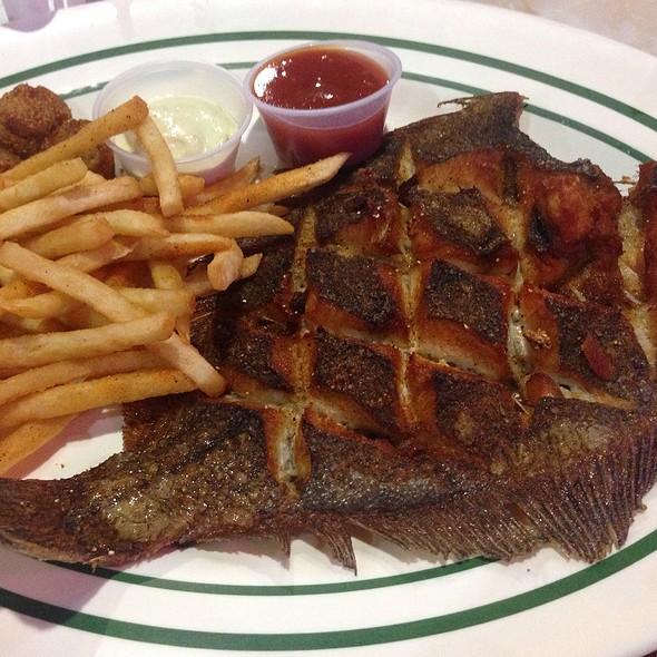 Fried flounder @ Deckhand Oyster Bar
