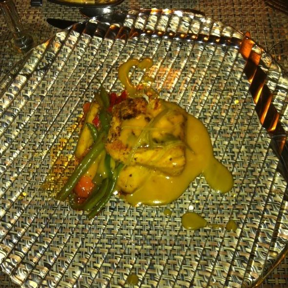 Filete De Dorado En Cama De Verduras Thai Y Salsa De Maracuyá.  - Tentaciones, Zihuatanejo, GRO