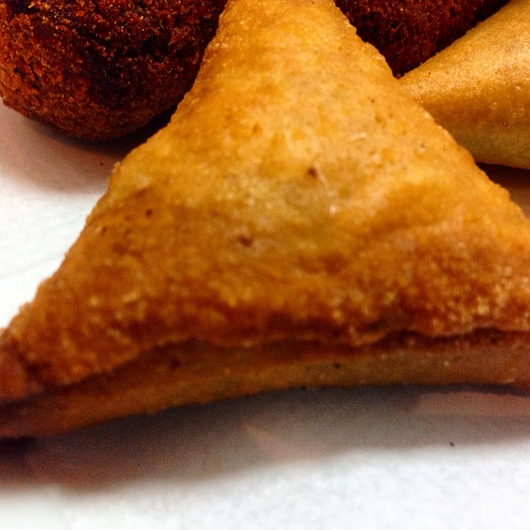 Chicken Samosa @ Restaurante Sem Palavras