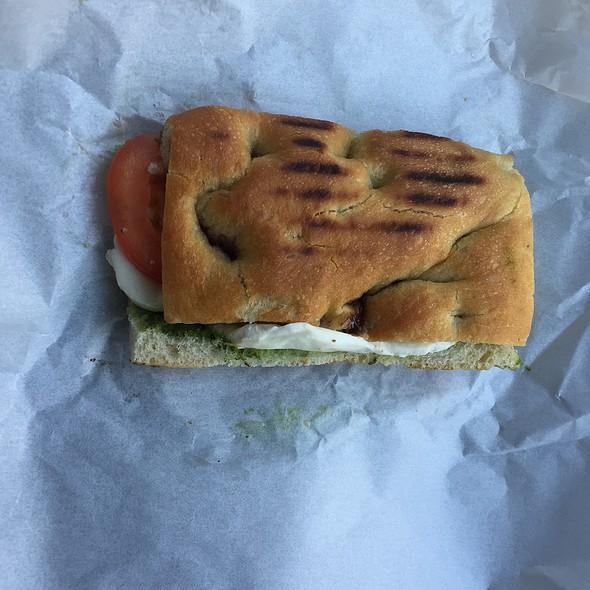 Tomato Mozzerella Sandwich