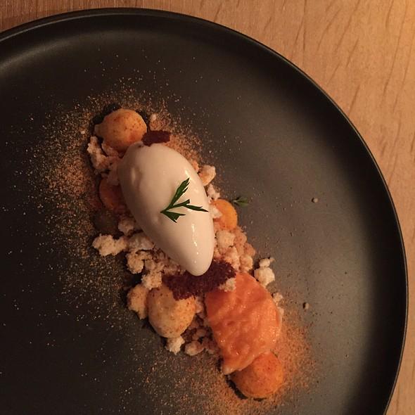 Carrot, Buttermilk, Thyme @ Bøg, Prinsestraat, Den Haag