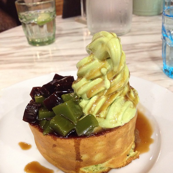 Pancake with Azuki and Matcha Sauce @ Miam Miam