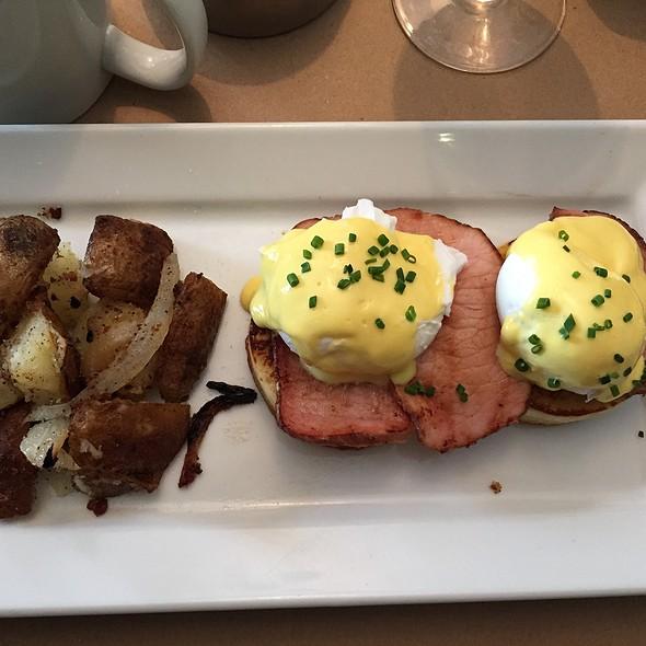 Eggs Benedict - Stone Park Cafe, Brooklyn, NY