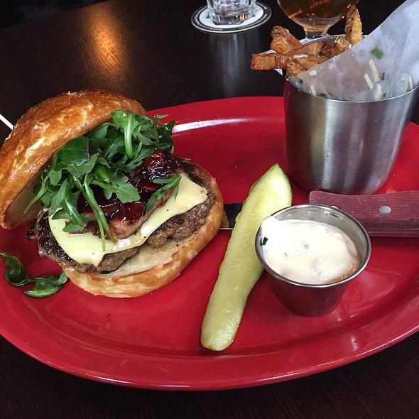 Manhattan Burger @ Red Cow