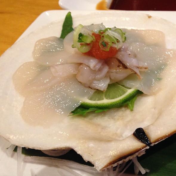 Live Scollop Sashimi In Shell