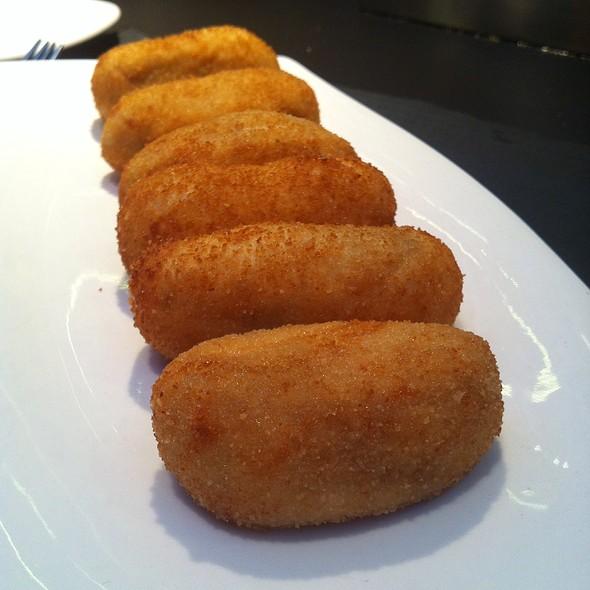 Croquetas de jamón @ Álbora Bar & Restaurante