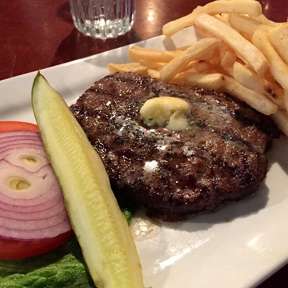 Au Poivre Burger @ Club Car