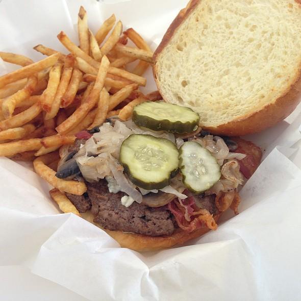 Bacon Cheeseburger @ The Burger Place