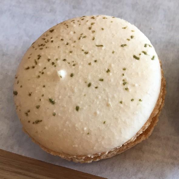 Green Tea Macaron @ Tous Les Jours