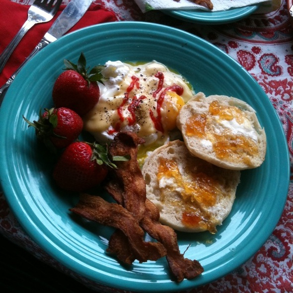 Easter Eggs Benedict W/ Sriracha @ Casa Del Twinkle