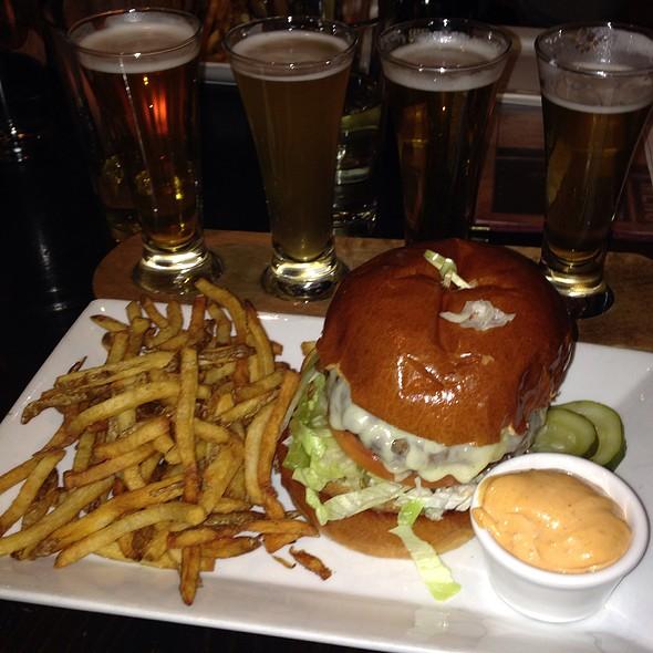 Cheeseburger - Devil's Den, Philadelphia, PA