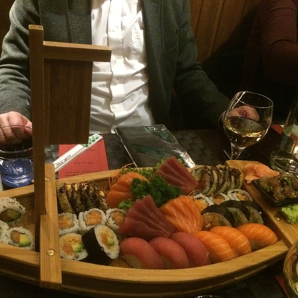 Royal Sushi Boat