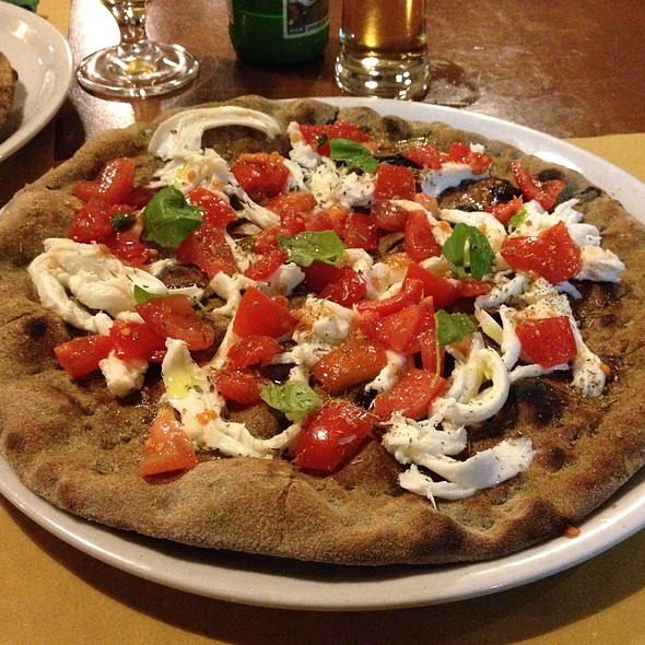 Pizza Sativa Caprese @ Piazza Capricciosa