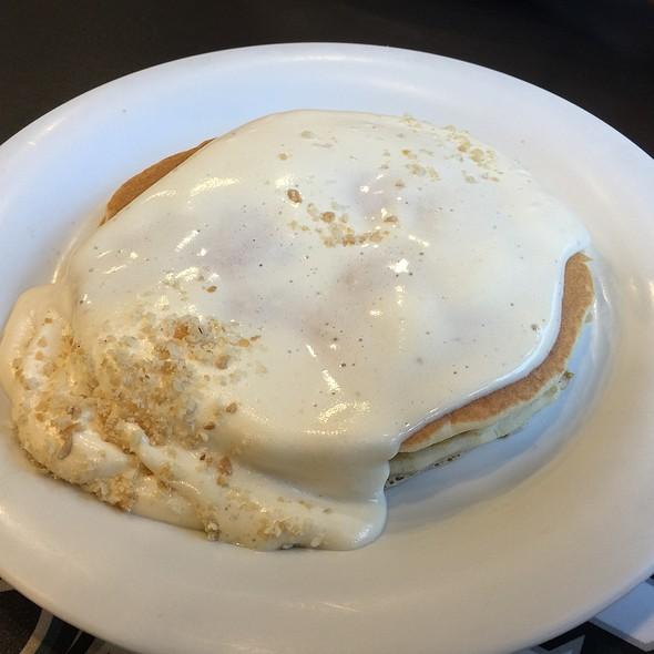 Kimo's Famous Macadamia Nut Sauce on Onolicious Blueberry Pancakes @ Boots & Kimo's Homestyle Kitchen