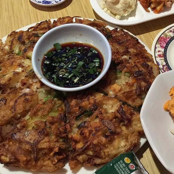 Seafood & Green Onion Pancake @ Kyung's Seafood