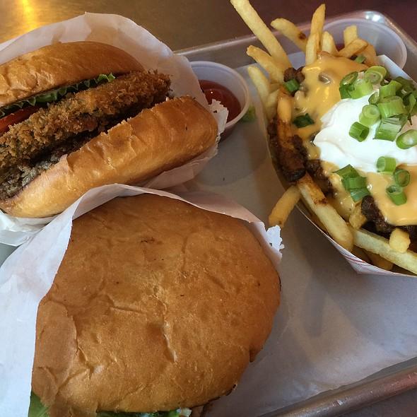 True Deluxe Burger @ Trueburger