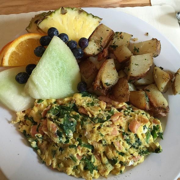 Alaska Scrambled Eggs @ Alana's Cafe