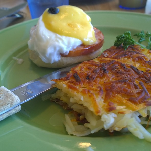 Half Benedict and Hashbrowns
