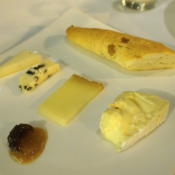 Cheese plate, housemade bread, Ararat Valley preserves
