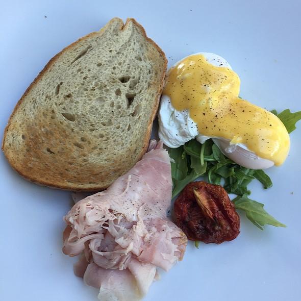 Eggs Benedict With Ham @ Espresso Organica