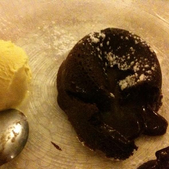 Tortino al Cioccolato Caldo con Cuore Fondente @ Ristorante Sacco