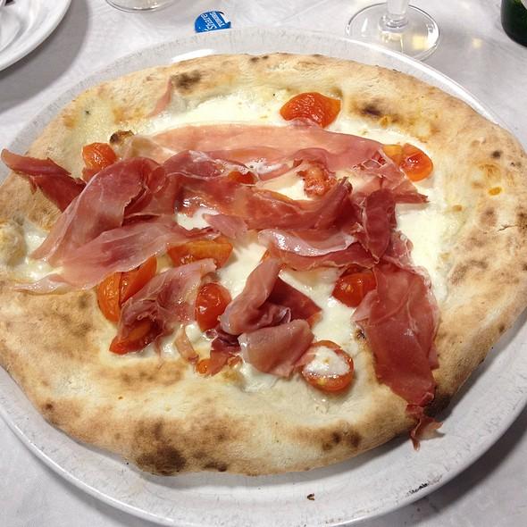 Pizza Crudo Burrata E Pomodorini @ Jonny