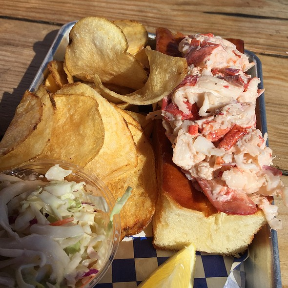 lobster roll @ New England Lobster Market & Eatery