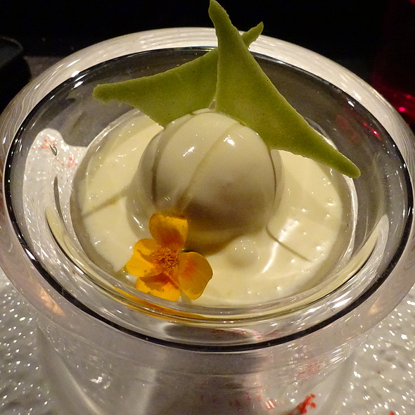Victoria Pineapple Sorbet with Cheesecake Cream
