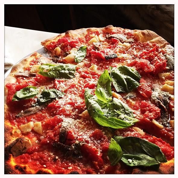 Pizza Di Nonno With Roasted Garlic And Anchovies @ Capizzi