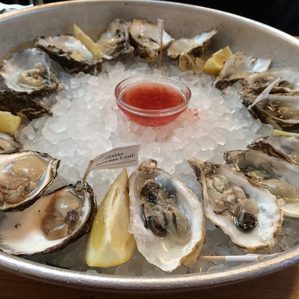 Seafood bar menu amsterdam foodspotting for Seafood bar van baerlestraat