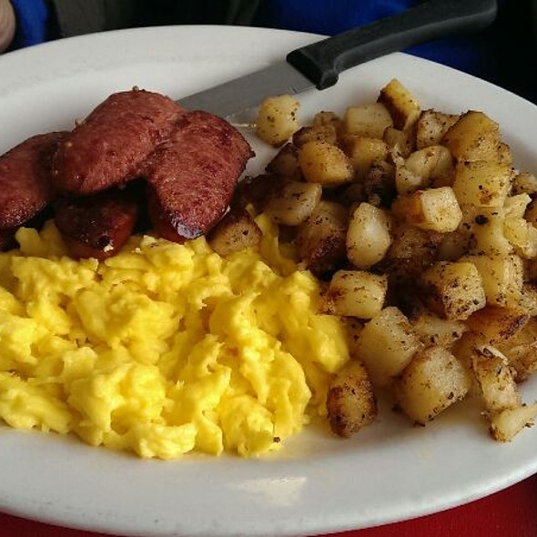 Scrambled Eggs and Spicy Sausage