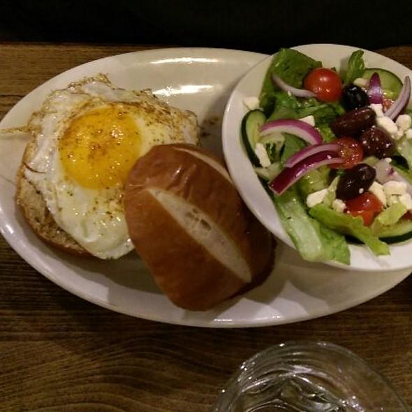 Venteux @ Rueben's Burger Bistro