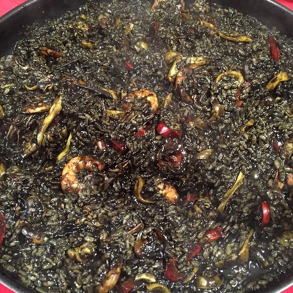 Arroz Negro De Sepia Y Camarón @ Bz's Kitchen (home)