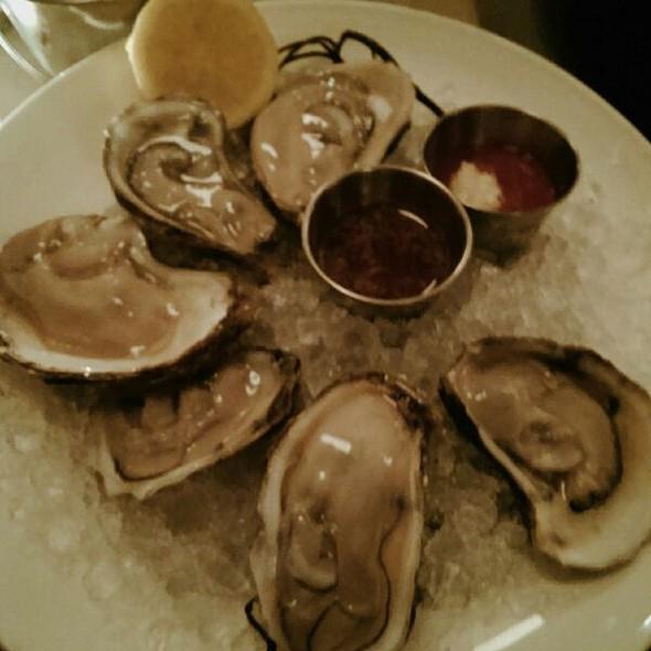East Coast Oysters @ Mermaid Oyster Bar