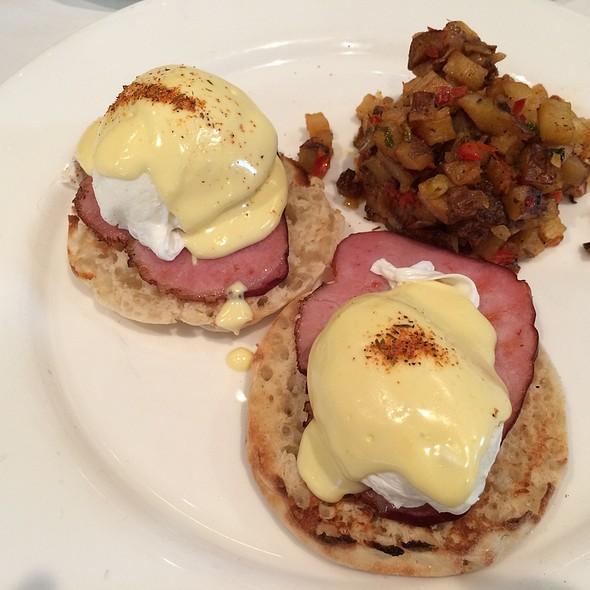 Eggs Benedict @ Acadiana
