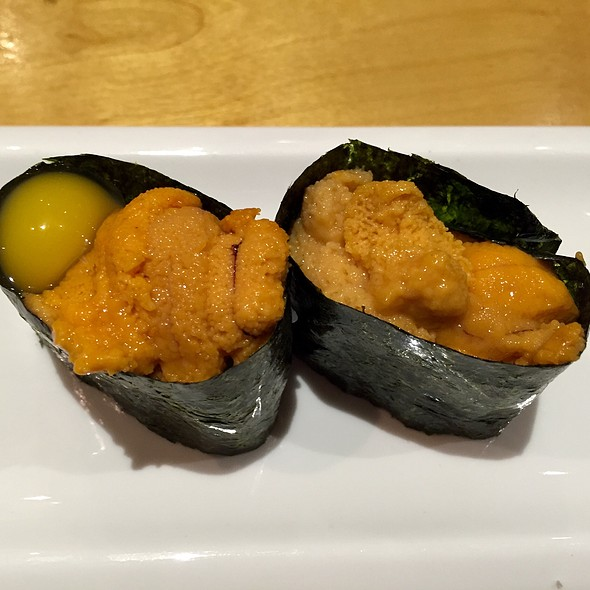 Sea Urchin and Quail Eggs sushi