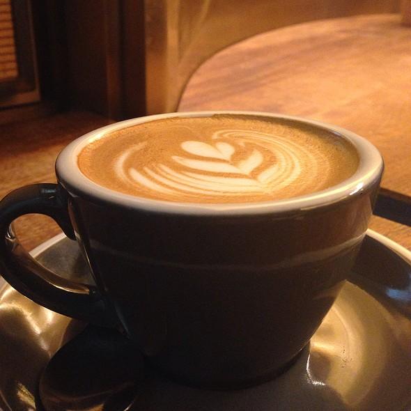 Flat White @ Bluestone Lane Coffee