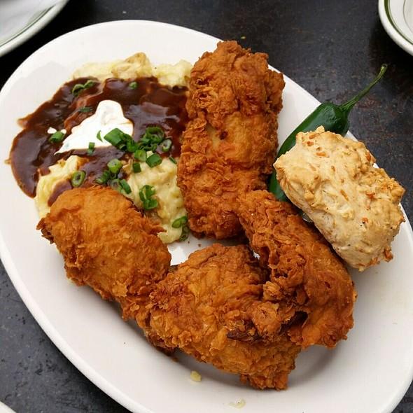 Dixie Fried Chicken Platter @ BRC Gastropub
