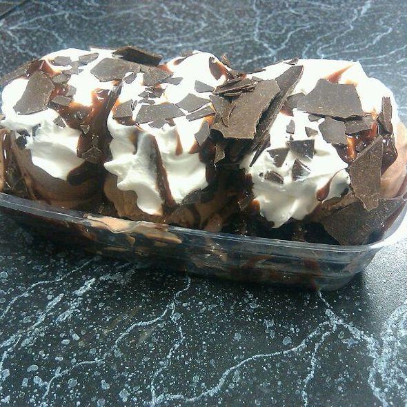 Hunka Chunka Burnin' Fudge @ Cold Stone Creamery