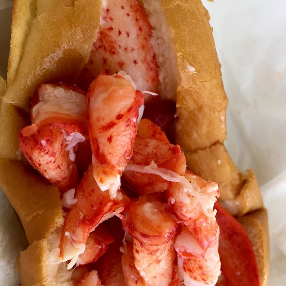 Maine Lobster Roll @ Cousins Maine Lobster Truck