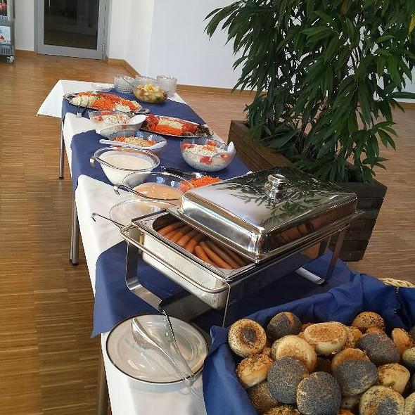 Mittagsbuffet @ Mensa Vita