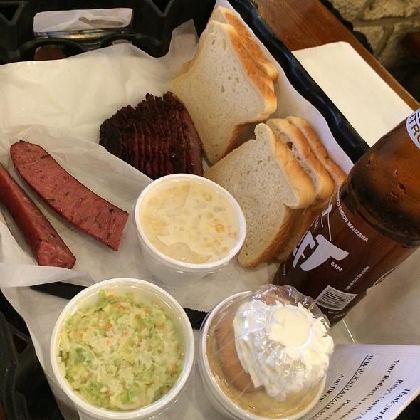 Beef Brisket And Jalapeno Chedder Sausage