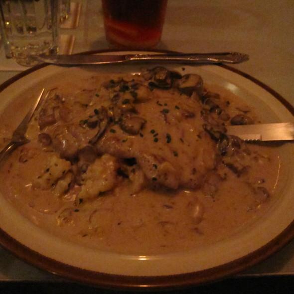 pork schnitzel & spaetzel @ Walzwerk