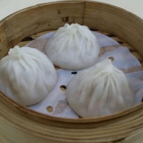 小籠包 steamed cage dumplings with pork #小籠包