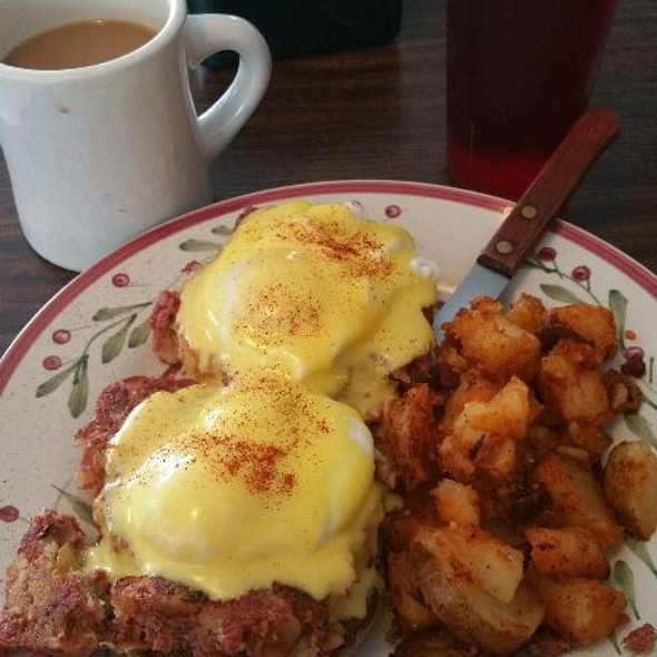 Campbell Benedict @ Papa Pete's of Bennington, VT.