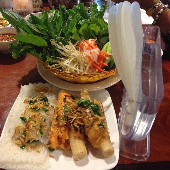 Chao Tom (Shrimp Paste Roll)