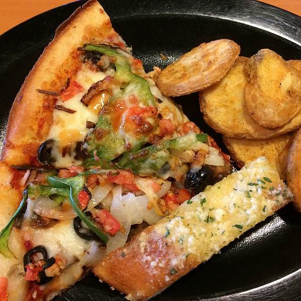 lunch buffet @ Shakey's Pizza Parlor
