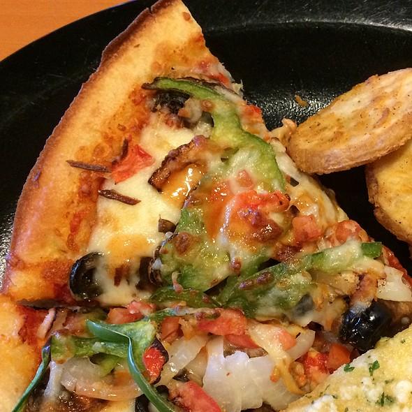 Deep Pan Garden Veggies Pizza @ Shakey's Pizza Parlor