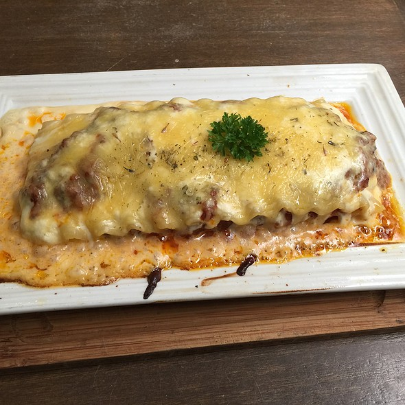 Beef Lasagna @ House of Lasagna